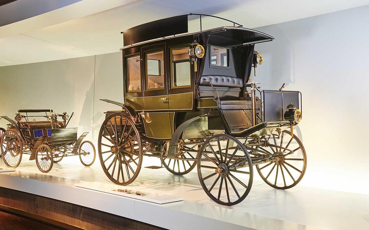 Primer bus Mercedes-Benz