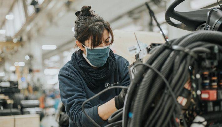 Mercedes-Benz-reinicia-el-segundo-turno-de-producción