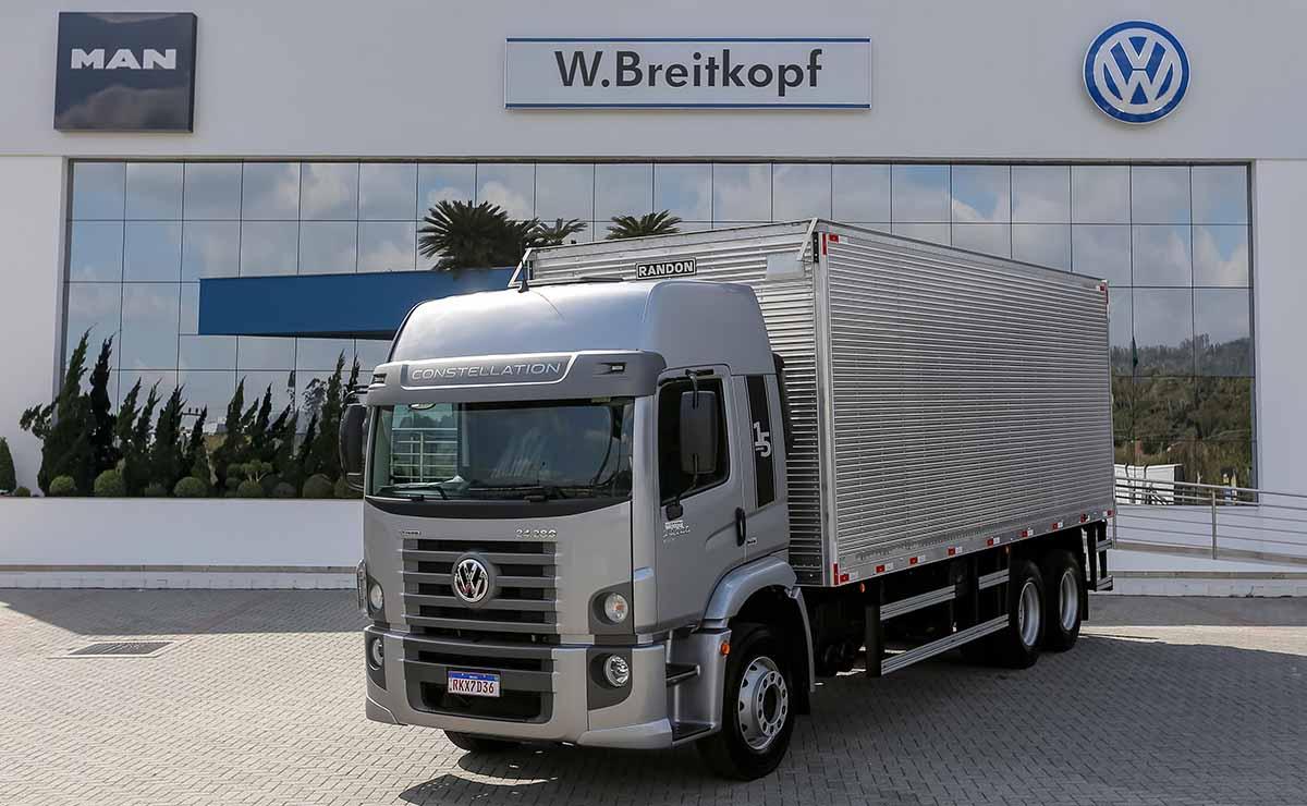 volkswagen-constellation-2021